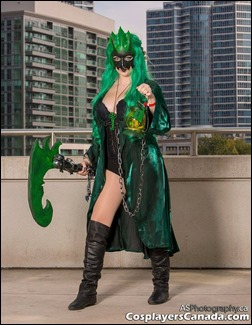 PrettyWreck Cosplay as Female Thresh (Photo by ASPhotography)