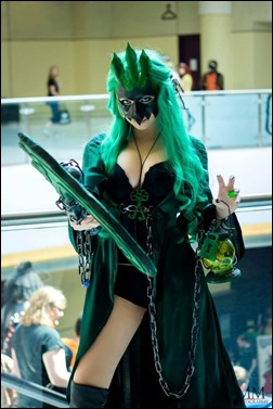PrettyWreck Cosplay as Female Thresh (Photo by Mike Medereos)