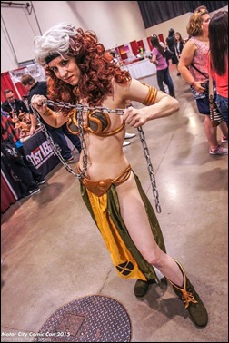Sheikahchica Cosplay as Slave Rogue (Photo by Thomas Spanos)